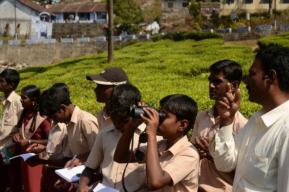 Schoolchildren watching birds © P. Jeganathan